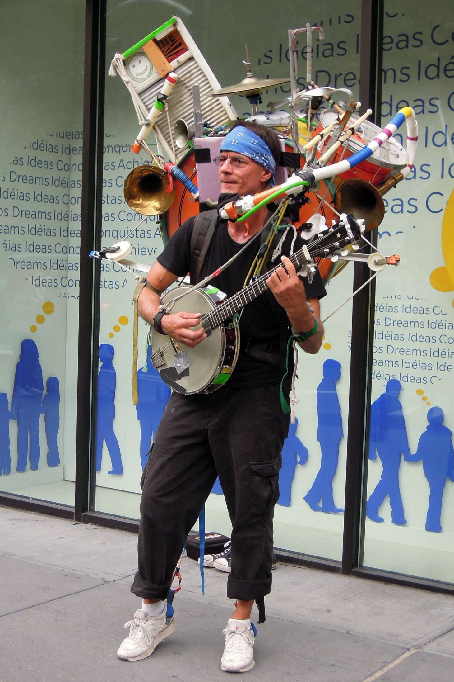 one-man_band_street_performer_-_5